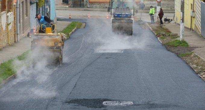 VIDEO: Continuă lucrările de modernizare a infrastructurii rutiere din Turda