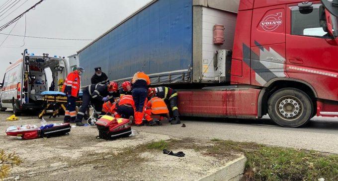 VIDEO: Accident grav in județul Cluj! Pieton prins sub roțile unui TIR