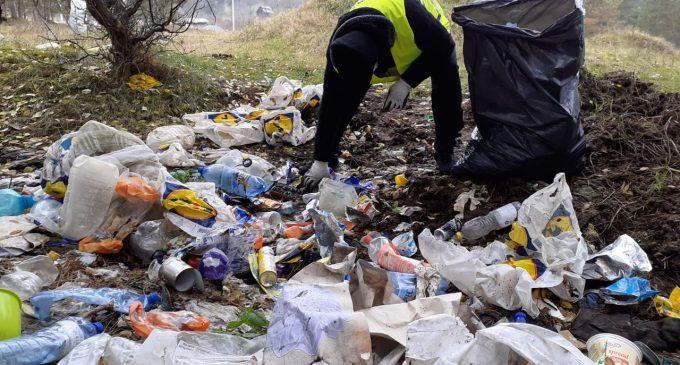 Primăria Turda: Zeci de saci de gunoaie adunate de pe malul Arieșului