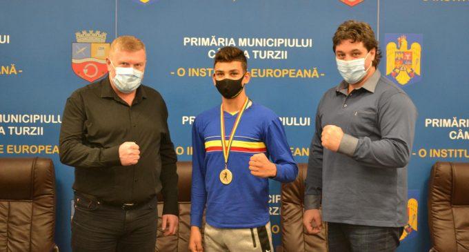 Campionul național de box, Iosif Bănulă, premiat cu 3.000 lei