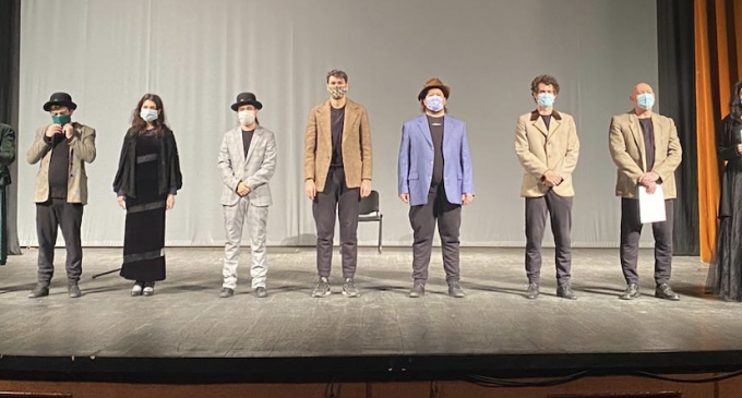 Actorii TNAMT duc poezia în stradă
