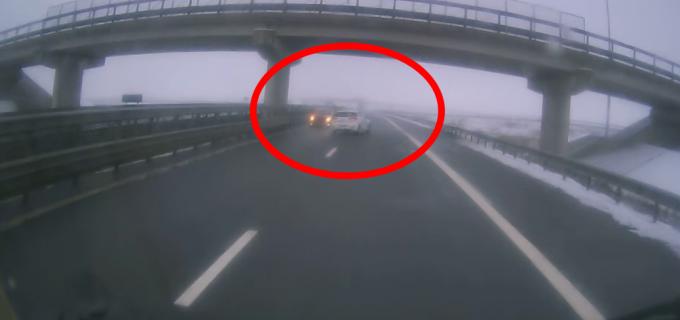 La un pas de tragedie! Impact frontal evitat în ultima secundă pe Autostrada Gilau-Turda VIDEO