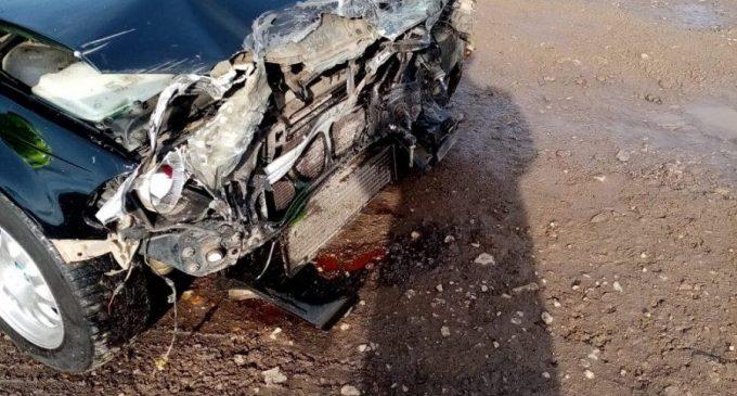 Foto: Mașină lovită de tren în județul Cluj. A fost solicitat un echipaj SMURD