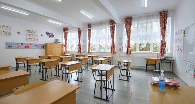 Matei Cristian: De mâine, toti elevii turdeni vor începe școala!
