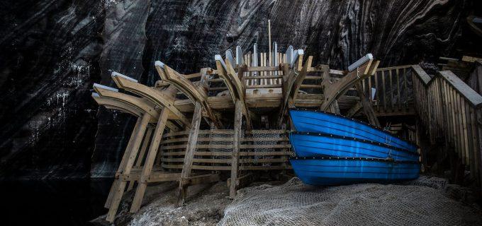 Hai la o plimbare cu barca pe lacul subteran din Salina Turda! Respiră aerul sănătos împreună cu prietenii sau familia