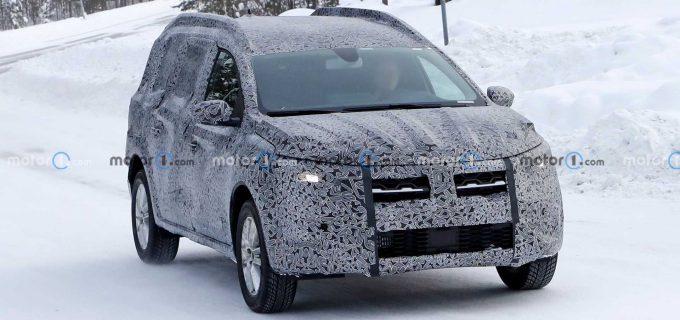 Cum arata noul model Dacia testat in secret. Imagini surprinse de un turist VIDEO