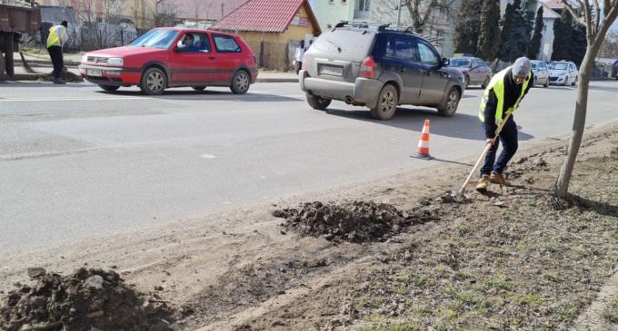 Primăria Turda: Începe curățenia pe arterele principale. Rugăm participanții la trafic să nu ocupe carosabilul din zonele: