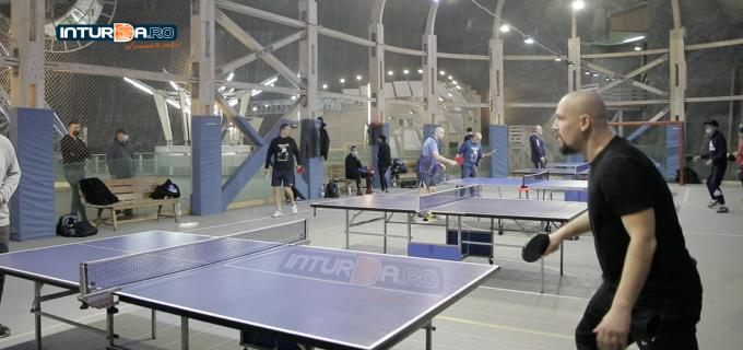 """VIDEO: 25 de participanți la """"Cupa Salina Turda"""" la tenis de masă"""