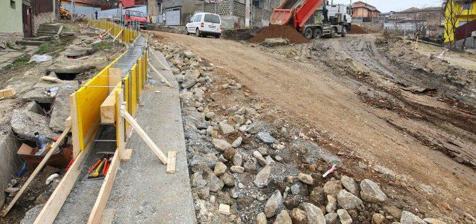 Continuă modernizarea străzilor din cartierul Băi! Au început lucrările pe străzile Gheorghe Dima și George Enescu