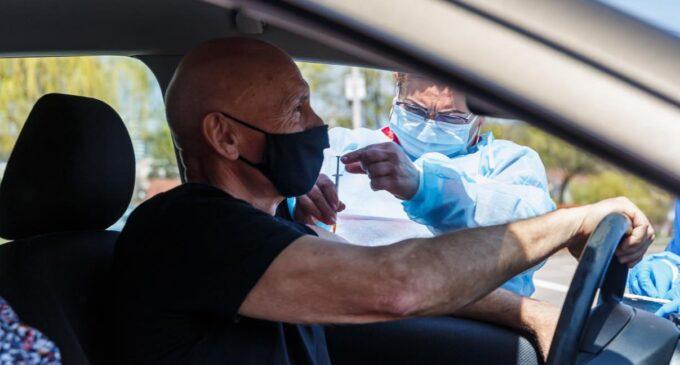 """Emil Boc: Centrul de vaccinare direct din mașină de la Sala Sporturilor """"Horia Demian"""" este operațional!"""