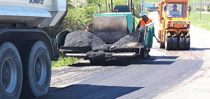 Consiliul Județean a demarat lucrări de întreținere pe drumul județean 107M Luna de Sus – Vlaha – Săvădisla
