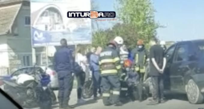 VIDEO: Accident pe strada Câmpiei! Au fost implicate un autoturism şi o motocicletă