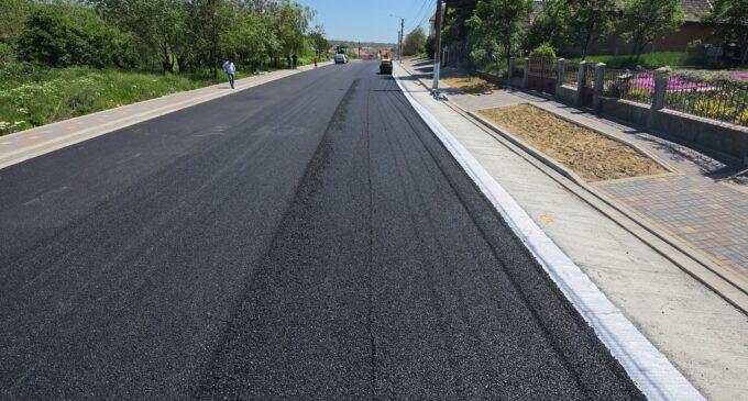 Primăria Turda: A fost așternut ultimul strat de asfalt pe o porțiune a străzii Alexandru Ioan Cuza FOTO