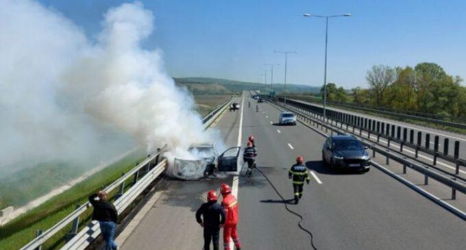 Un BMW X3 a ars complet pe autostrada Sebeş – Turda. Autoturismul nu a putut fi salvat de pompieri