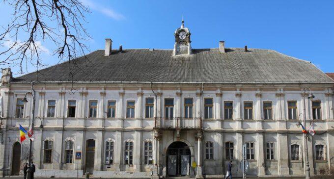 Fotografii din interiorul clădirii fostei Judecătorii Turda. Clădirea va fi reabilitată cu fonduri europene.