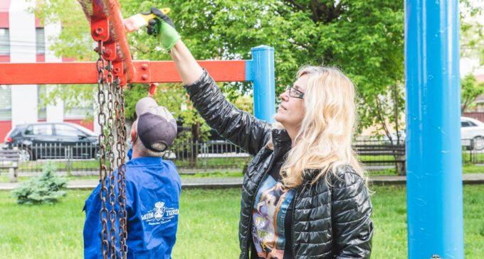 Salina Turda, acțiune de curățenie în Parcul din Turda Nouă. FOTO