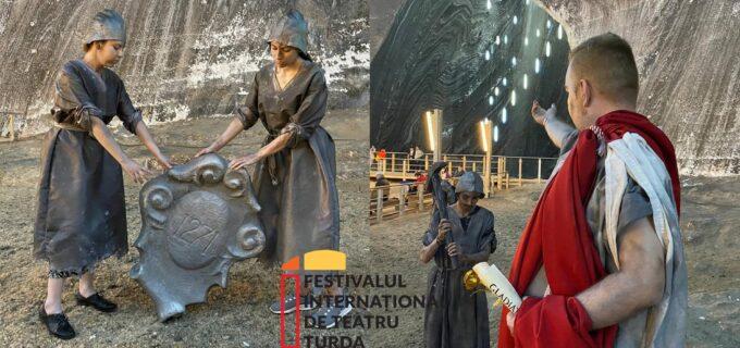 """FITT 2021 – 🎭""""Bucuria de a fi"""" exprimată și în subteranul de la Salina Turda"""