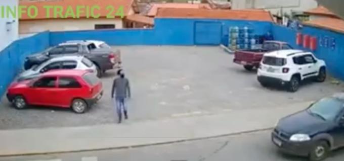 VIDEO – Info Trafic: Pieton spulberat de un patruped pe trecerea de pietoni