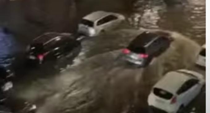 """Strada Eroilor s-a transformat în """"Mica Veneție"""" a Clujului după vijelia de duminică seară – VIDEO"""