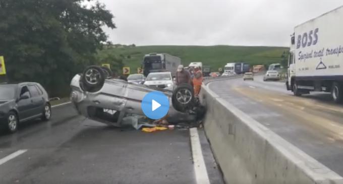 VIDEO: Accident la ieșirea din Mărtinești! O mașină s-a răsturnat