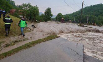 Vor fi refăcute două drumuri județene afectate de inundații