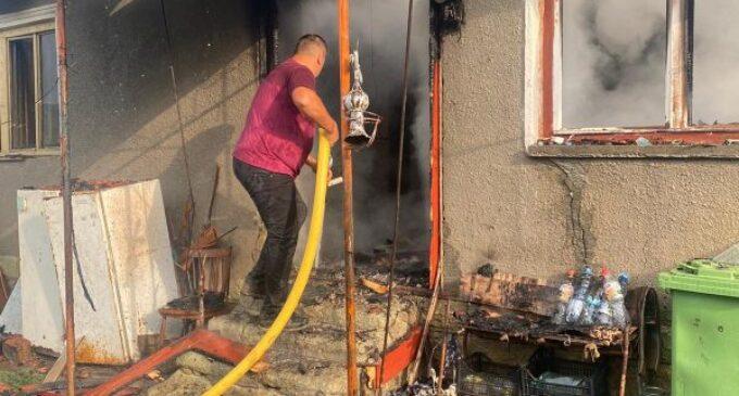Foto/VIDEO: Un bărbat a suferit arsuri grave în urma unui incendiu izbucnit în Cornești