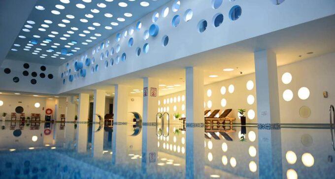 Petrece o zi relaxantă la Hotel Potaissa Turda: piscină, jacuzzi, saună sau masaj terapeutic