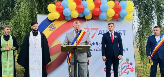 Delegația Municipiului Câmpia Turzii, prezentă la arborarea celui mai mare drapel al Republicii Moldova