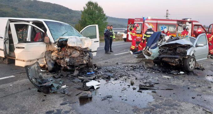 Accident mortal în județul Cluj! Doi șoferi au decedat după o coliziune între trei autoturisme VIDEO