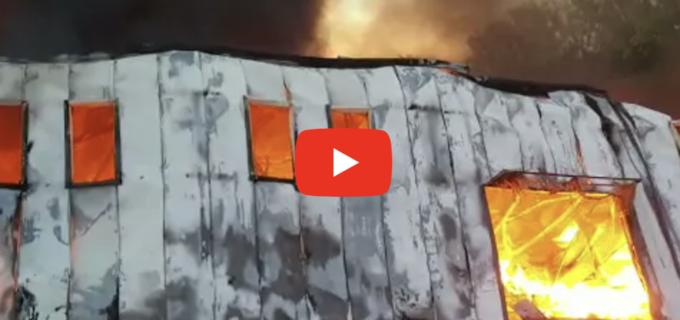 Incendiu puternic la Tetarom 1. Localnicii au fost rugați să stea în case și să închidă geamurile