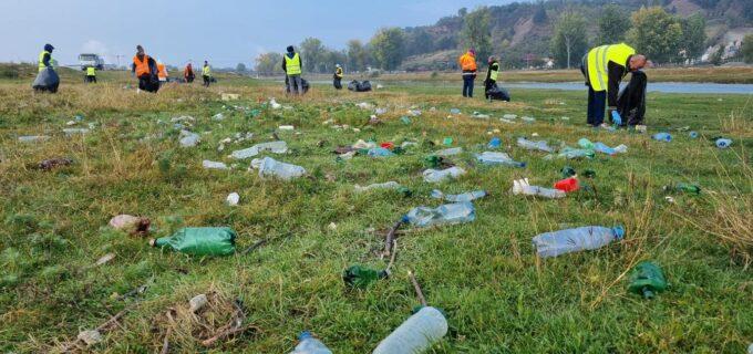 Zona râului Arieș a fost din nou salubrizată. Primăria Turda: Haideți să fim civilizați