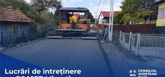 Consiliul Județean desfășoară lucrări de întreținere, cu asfaltare pe sectoare, pe DJ 103Z Micești