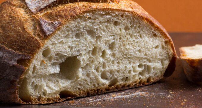 Alertă alimentară în cazul a două sortimente de pâine vândute într-un lanţ de hipermarketuri